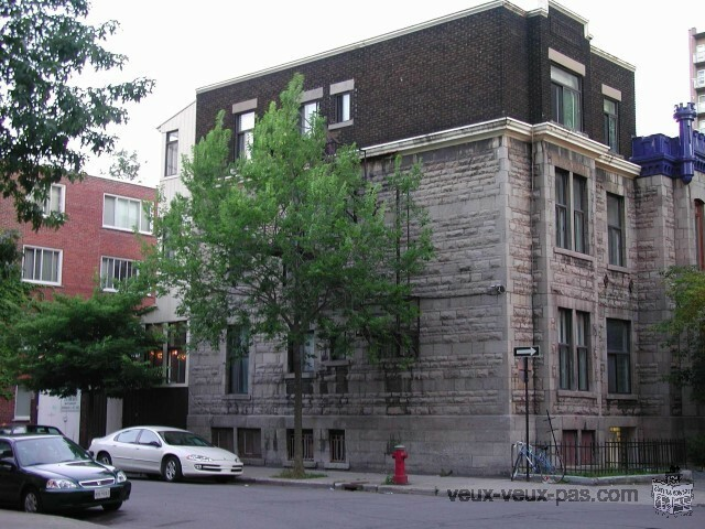 Atwater metro-Downtown Montreal 4 1/2 For Rent