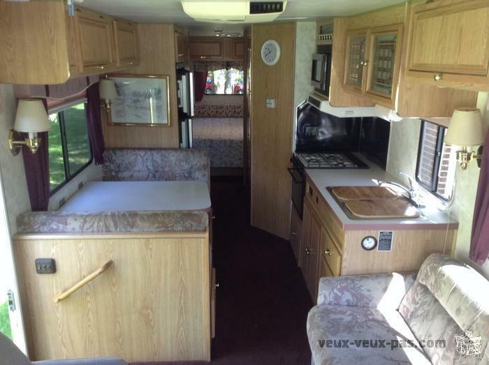 """""""Faut Voir"""" Caravan 32' Pursuit Tres Propre Seulement 28353 Km"""