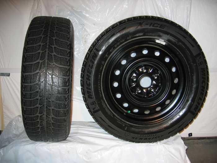 Pneus d'hiver Michelin montés sur jantes 215/60/R16 Toyota Camry