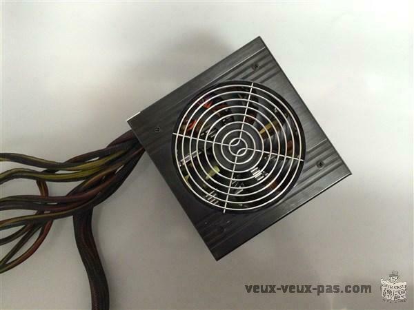 Vend Power supply de marque coolmax noir 750watt 25$
